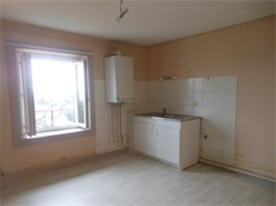 APPARTEMENT T3 RUE DES HORTS A THIERS